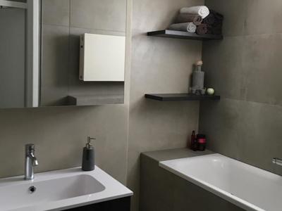 beton cire badkamer stucwerk